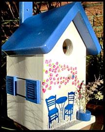 Vogelhuisje nestkastje hout_Grieks stijl_bistrootje blauw_ huisje wit_blauw dak