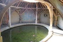 L'intérieur du lavoir de la Gerbaude