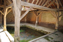 L'intérieur du lavoir du Petit-Saint-Jean
