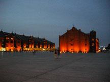 黄昏の赤レンガ倉庫