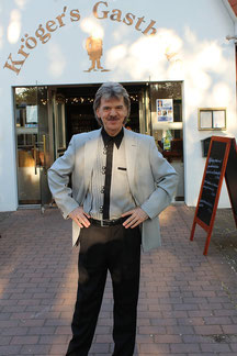 Moderator Mike Dee.