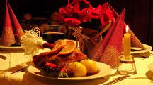1/4 Weihnachtsgans mit 2 Klößen, Soße und Rotkohl  14,80 € Guten Appetit