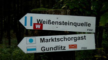 Wanderweg blauer Punkt auf weißen Untergrund Weißenstein - Marktschorgast