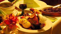 1/4 Martinsgans mit 2 Klößen, Soße und Rotkohl  14,80 € Guten Appetit
