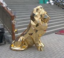 Золотой лев на свадебное торжество.