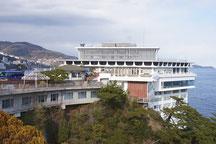 錦﨑庭園からホテルを眺める