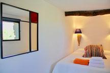 Yin Room