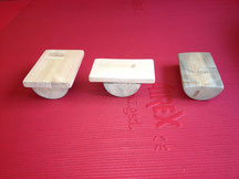 aus Holz gebaute Balancierteile zum Training der Fuß- und Beinmuskulatur und zum Training von Gleichgewicht und Koordination