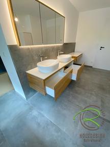 Massivholz-Eiche Badunterschrank mit 2 Schubladen nebeneinander von Schreinerei Holzdesign Ralf Rapp in Geisingen mit Spiegelschrank u. Frisiertisch, Schminktisch mit strapazierfähiger Aufsatzplatte