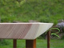 Natürliche Baumkante der Lärche-Tischplatte für den Gartentisch mit Metallkuven