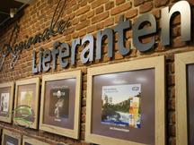 Bilederrahmen für Präsentation regionaler Lieferranten, Bilderrahmen nach Maß in Eiche-Dekor