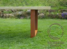 Outdoortisch mit Metallgestell u. massiven Holz-Lärche-Dielen