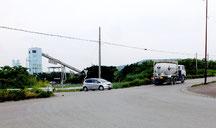 昨年10件の物損事故が多発した県道208号線石垣浅田線=2日午前11時過ぎ