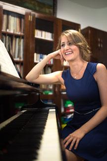 Laís Frey - Konzertpianistin und Klavierpädagogin