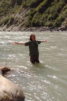 india, rio ganges, ma ganga, lina afonso, espiritualidade, alegria, celebrar a vida, de corpo e alma, ritual, himalayas, netala