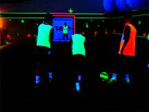 schwarzlicht-fussball-soccer-fussballhalle-soccerhalle
