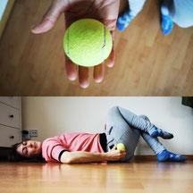In Rückenlage begeben-Faszienball (Tennisball) unter das Gesäß legen-Triggerpunkte durch den Druck entspannen