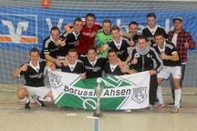 So war es bei der letzten Hallen-Stadtmeisterschaft: Der SV Borussia Ahsen sicherte sich Titel und Pokal. Foto: Andre Hilgers