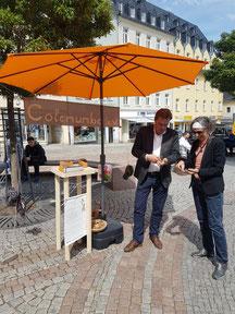Nüsseknacken mit dem Oberbürgermeister Ralf Schreiber