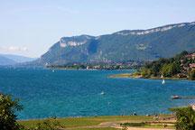 Le lac de la plage d'Aix