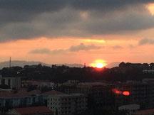 Ein letzter Sonnenaufgang über Abuja und dann ab nach Hause, das war der Plan...