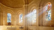L'église aujourd'hui. On mesure le chemin parcouru. Pierres des colonnes et chapiteaux romans ont retrouvé une place méritée.