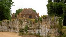 Ce qui restait de Longefont après dégagement des terres : 45 chapiteaux y étaient enfouis !