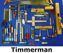 Gereedschap voor timmerman met o.a. houtschaaf, hamer, vijlen, beitels, handzaag