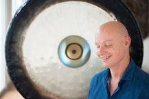 Ein Gewitter aus Klängen: Gongmeditation René Hug