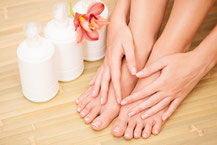 Un Brin Naturel prend soin de vos mains ainsi que de vos pieds avec des soins et des produits de qualité.