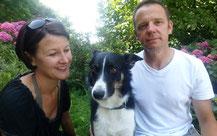 Bild: Trüffelsucher Linda und Stefan Spahr mit Trüffelhund Piri