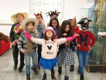 Kindergeburtstag Düsseldorf Mädchen werden fotografiert Fotoshooting