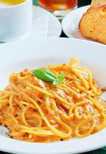 Arianqoo(アリアンクー)のディナーメニューの1つです。パスタ・リゾット・ピッツァ・肉料理・魚料理からお好きなものをどうぞ。