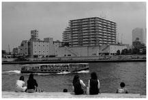 東京写真街角スナップ リバーサイドストーリー 語らい