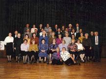 Klassenbild 1990 (65er Feier), Paula auf dem Boden neben Elsa Grimm