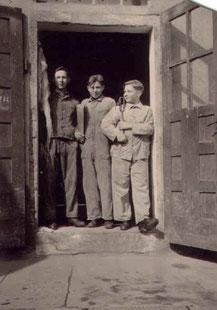 Drei Blechnerlehrlinge, ca. 1941: Otto Hirth, Berthold Hoffart, August Max Kunz