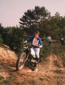 Der Rezensent beim Classic-Trial 1993 in Fürstenwalde/Spree auf einer abgespeckten BMW R 80 GS.