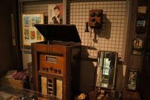 電気蓄音機や壁掛け電話