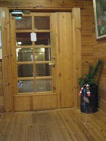 正月を待つグループホームの入口です・・