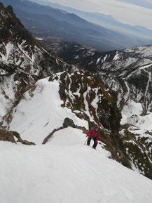 山頂手前の雪稜