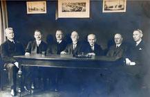 Bild:  Mitglieder der Prüfungskommission bei Osram April 1930, dritter von rechts R. Burger