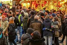 Weihnachtsstand mieten für Ihre Firmenweihnachtsfeier mit leckerem Glühwein und Lebkuchen