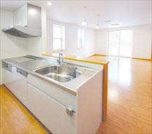 リビングを見渡せる開放的な対面キッチン