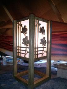 """Lampe décor """"orchidées"""", en chêne massif.CCL ébéniste"""