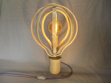 lampe bois en frome d'ampoule. CCL ébéniste