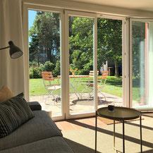 großes Terrassenfenster zur Westseite