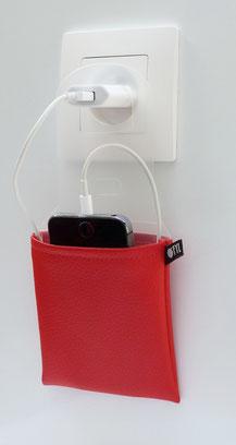 étui support chargeur smartphone