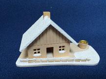 Selbstbausatz eines Räucherhauses mit Kerze von Modellbau Kroh