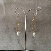Boucles d'oreille plaqué or et perle cristal