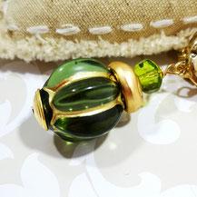 Clips d'oreille dorés vert olive Aux Dames de Jadis